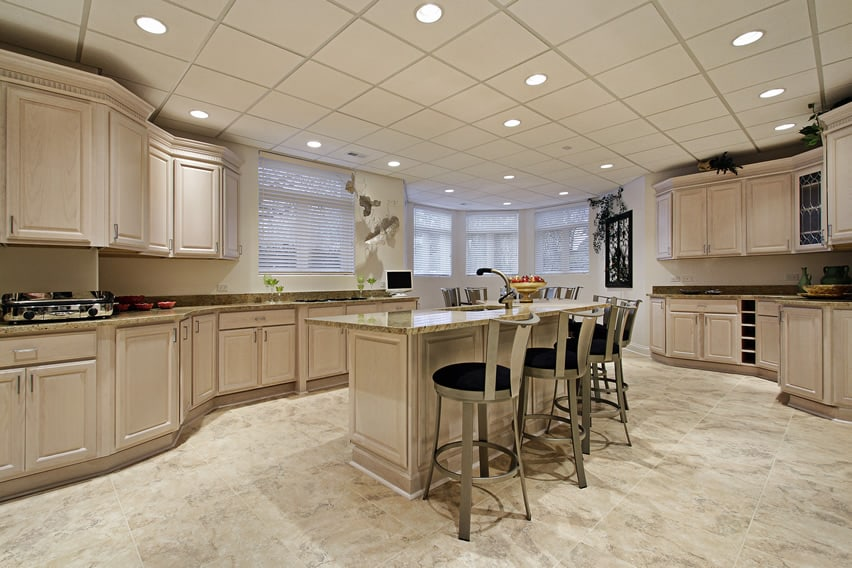 This Modern Kitchen Makes Use Of Traditional Cabinets Too The Light Color
