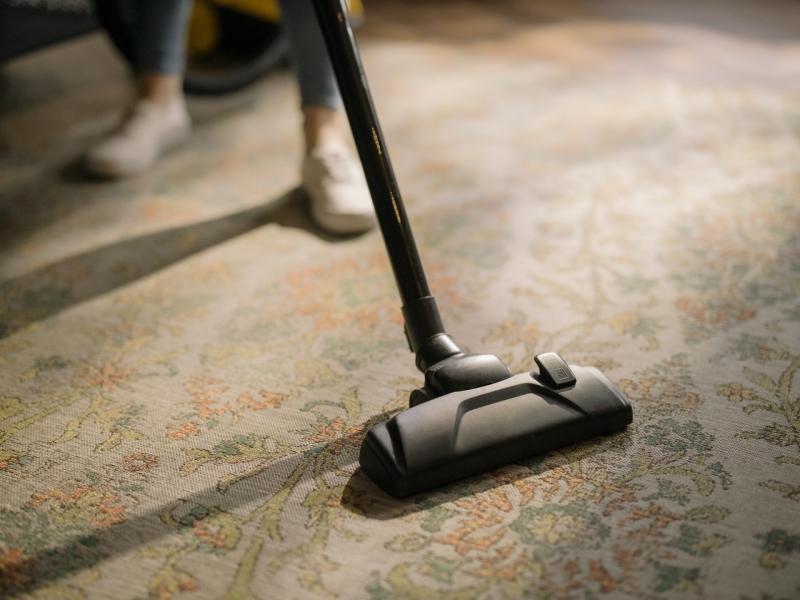 vacuum clean dirty carpet